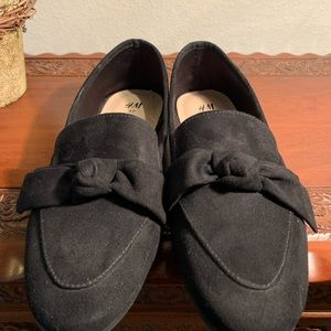 🌟H&M Black Faux Suede Bow Loafers sz 6.5/37 🌟